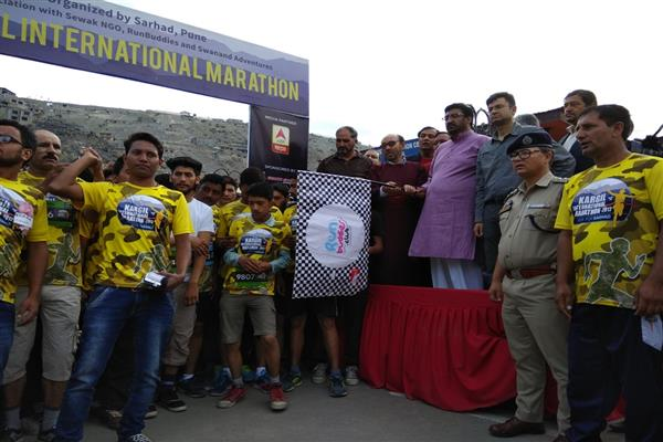 800 runners from across India participate in Kargil Marathon run